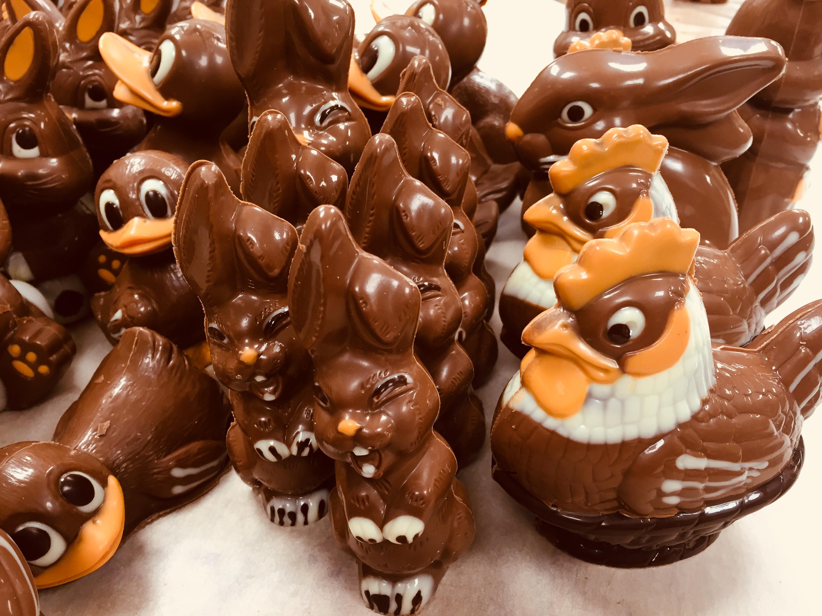 confiserie hedinger, aigle, monthey, confiseur, chocolatier, traiteur, spécialités, maison, pâques, lapins, oeufs, poules, confiserie, lapins crétins